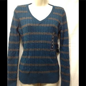 Women's NWT size Medium ST JOHN'S BAY sweater